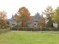 Blick vom Feld auf das Schloss